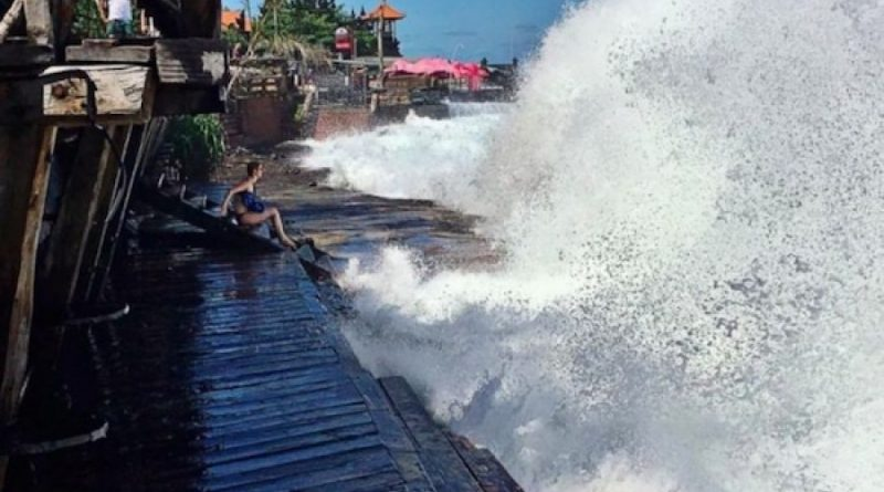 Rob Landa Flood in South Coast of Bali, BMKG Appeals to Reduce Activities at Sea